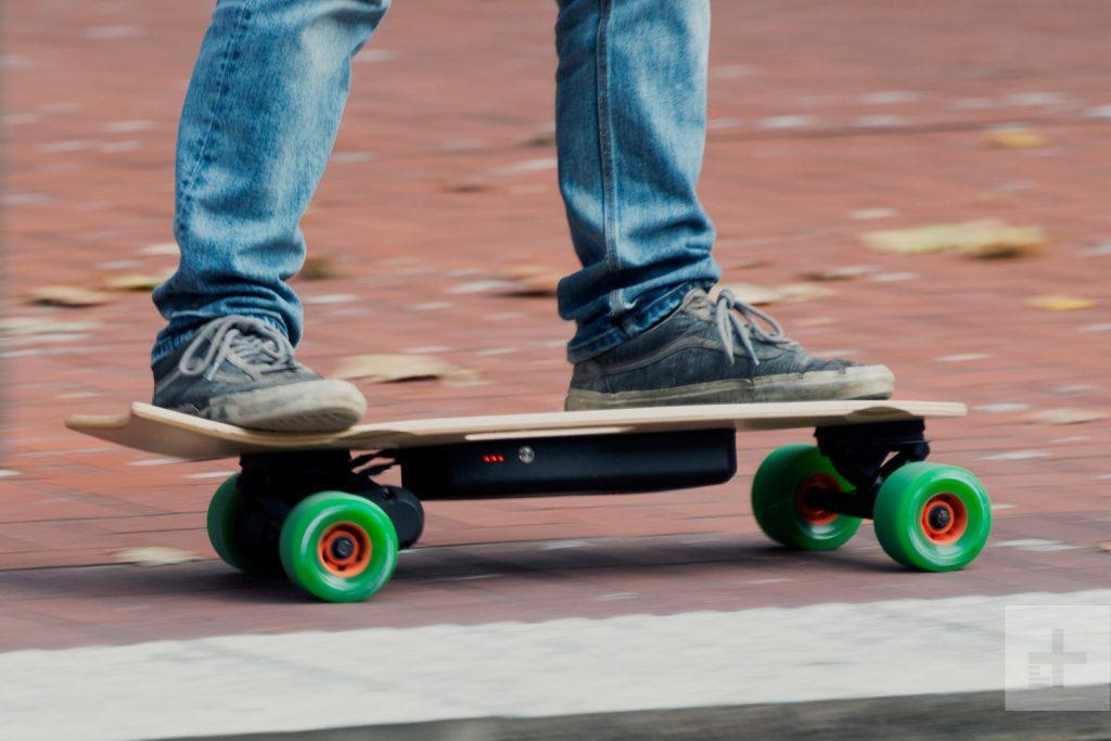 skate-electrique-pieds